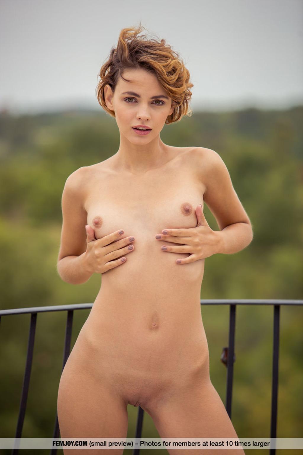 https://content3.wantedbabes.com/femjoy.com/13011/11.jpg